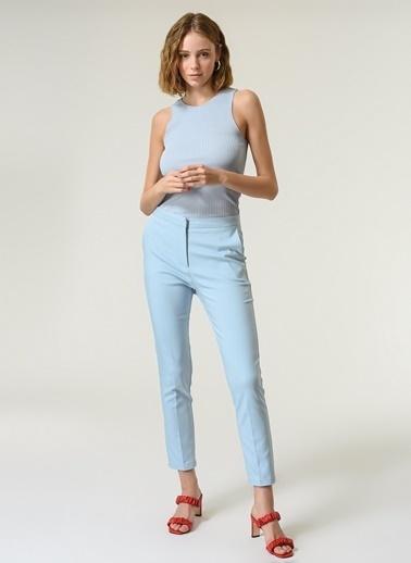 NGSTYLE NGSTYLE Kadın Kemerli Fermuar Kapamalı Cep Detaylı Zarif Cigarette Pantolon Mavi